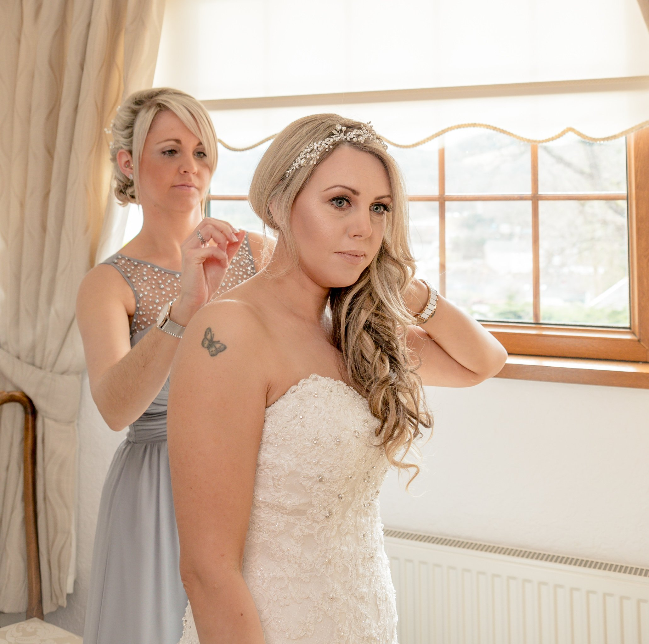 Bridesmaid's assistance, Wedding of Sarah & Scott, The Parkway Hotel Cwmbran, Tania Miller Photography, Cwmbran wedding photographer